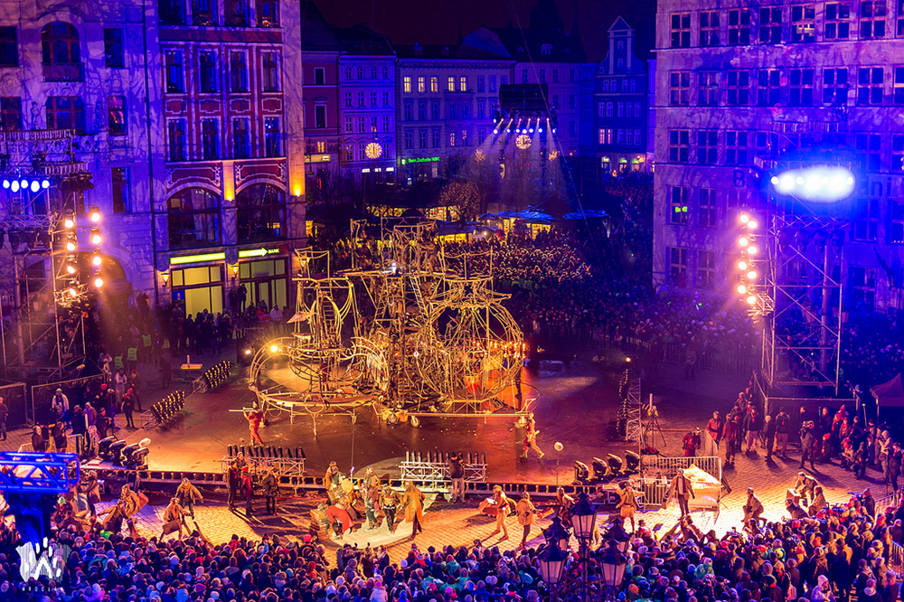 The mindblowing history of Wrocław told with music and light on the banks of the Odra