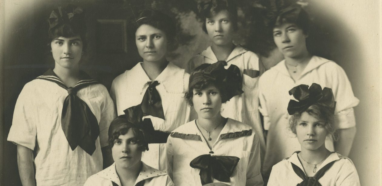 Every Picture Tells A Story: Oregon Historical Society Girls basketball team, 1915
